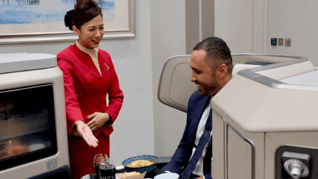 重新設計長途商務艙餐單 國泰:在 30,000 呎高空品嚐楊枝甘露 服務更窩心!
